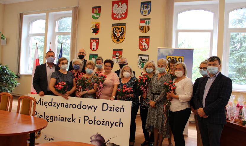 Ilustracja do informacji: Międzynarodowy Dzień Pielęgniarek i Położnych w Powiecie Żagańskim